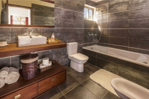 bathroom1_web