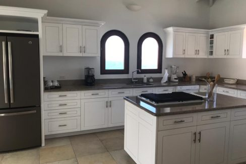 13.-for-sale-4-bedrooms-4.5-bath-villa-susan-fully-furnished-dawn-beach-st.-maarten-kitchen