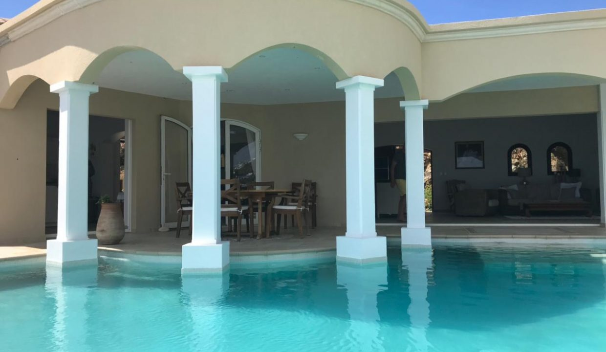 4.-for-sale-4-bedrooms-4.5-bath-villa-susan-fully-furnished-dawn-beach-st.-maarten-poolside-terrace