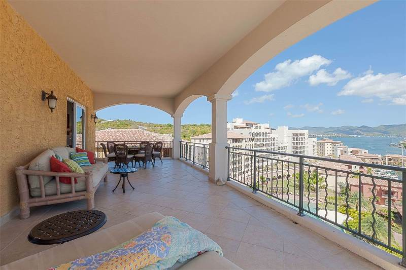9.-for-sale-luxury-3-bedroom-3-bath-fully-furnished-condo-in-cupecoy-st.-maarten-covered-terrace