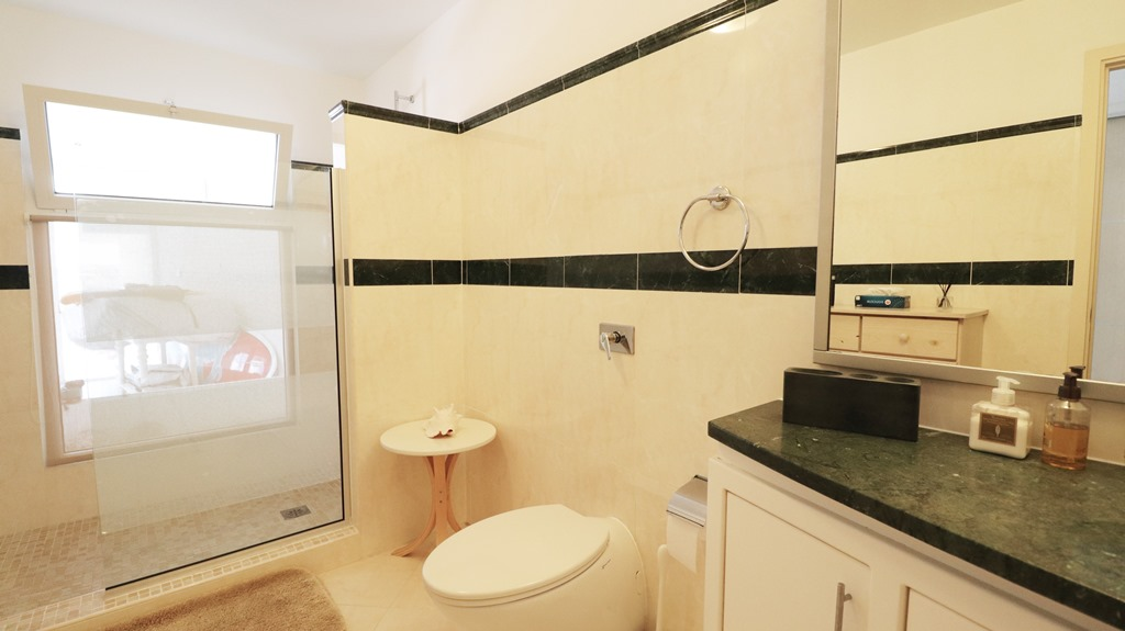 for-sale-5-bedr5oom-5.5-bath-lagoon-front-villa-st.-maarten-maho-10