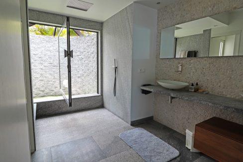 for-sale-5-bedr5oom-5.5-bath-lagoon-front-villa-st.-maarten-maho-11