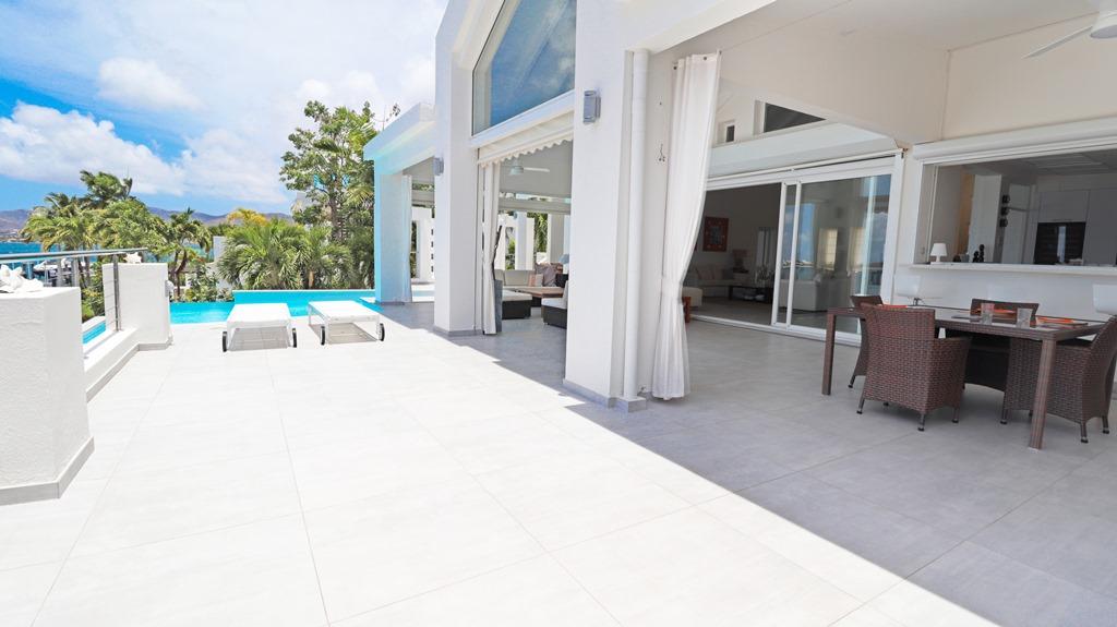 for-sale-5-bedr5oom-5.5-bath-lagoon-front-villa-st.-maarten-maho-12