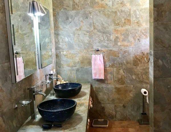 Master-Bathroom-Villa-Loma-Alta-600x465
