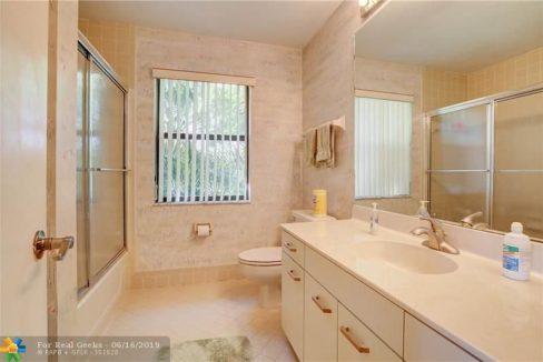 21020-Cottonwood-Drive-Florida-Ushombi-20