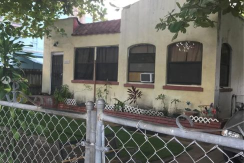 2341-SW-9th-St-Fixer-Upper-Florida-Ushombi-1