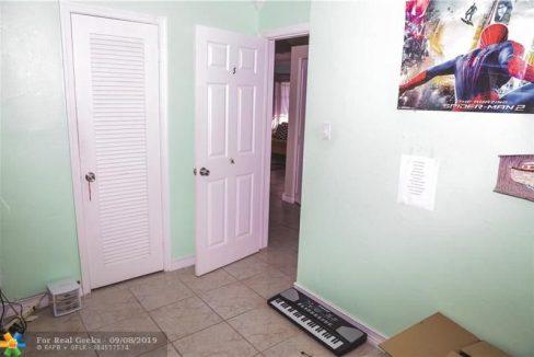 7611-NW-66th-Terrace-Florida-Ushombi-13