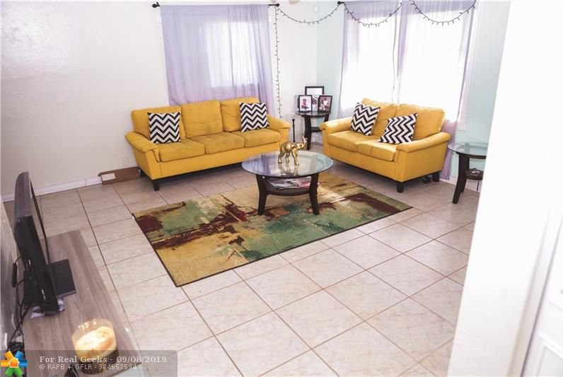 7611-NW-66th-Terrace-Florida-Ushombi-4