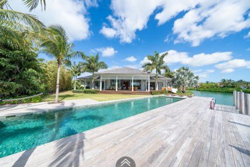 Cala-Rum-Dum-Fincastle-Island-Bahamas-Ushombi-1