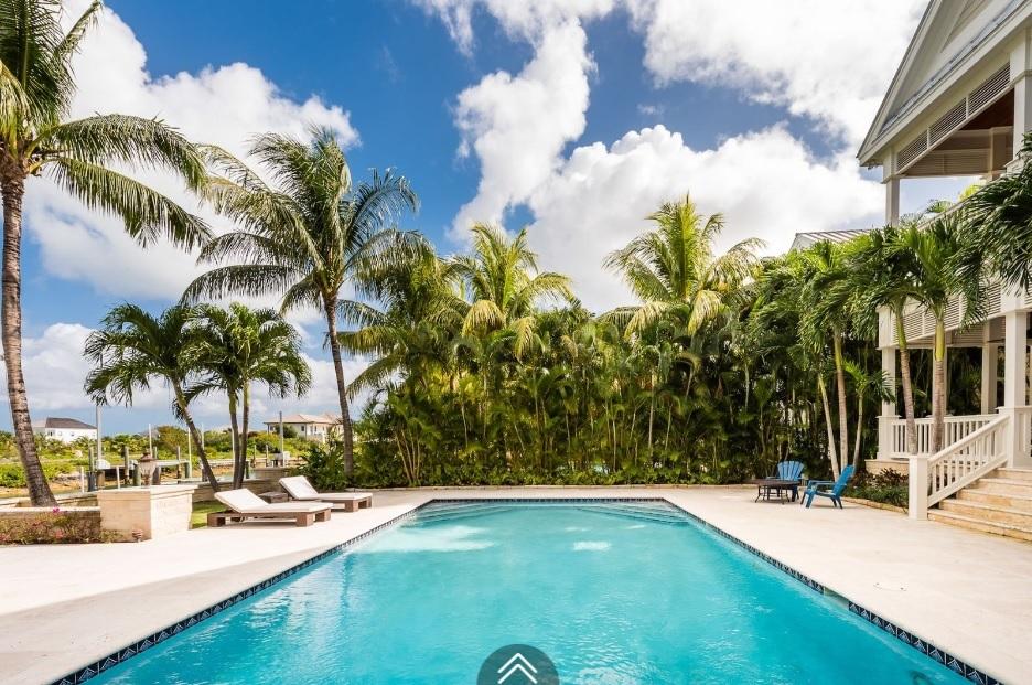 Coolville-Canal-Beach-#19-Bahamas-Ushombi-8