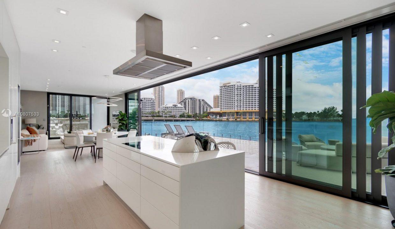Mansion-On-The-Water-Florida-Ushombi-3
