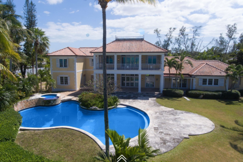 Fairview-Beachfront-Estate-Bahamas-Ushombi-4
