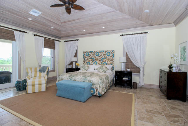 Luxurious-Canal-front-Estate-Bahamas-Ushombi-12