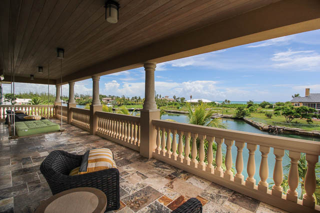 Luxurious-Canal-front-Estate-Bahamas-Ushombi-16