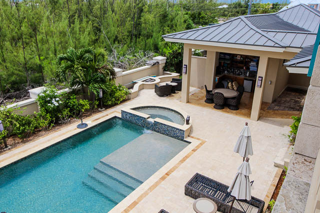Luxurious-Canal-front-Estate-Bahamas-Ushombi-19