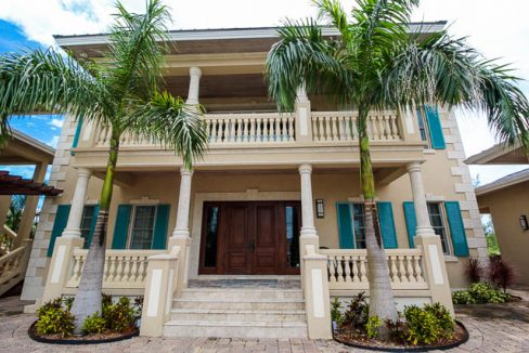 Luxurious-Canal-front-Estate-Bahamas-Ushombi-2