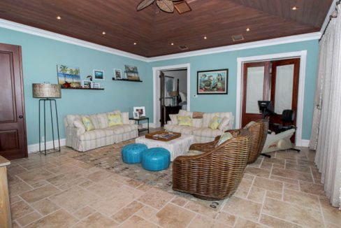 Luxurious-Canal-front-Estate-Bahamas-Ushombi-20