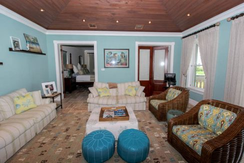 Luxurious-Canal-front-Estate-Bahamas-Ushombi-21