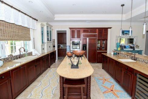 Luxurious-Canal-front-Estate-Bahamas-Ushombi-8
