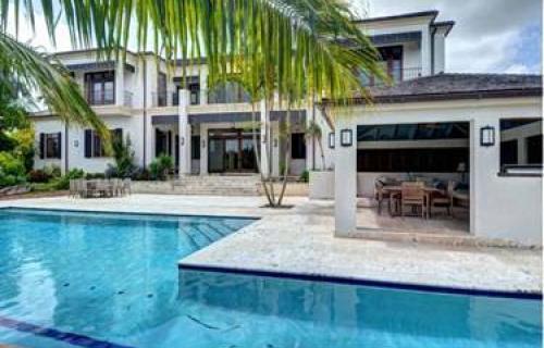 Tusculum-West-Bay-Street-Bahamas-Ushombi-11