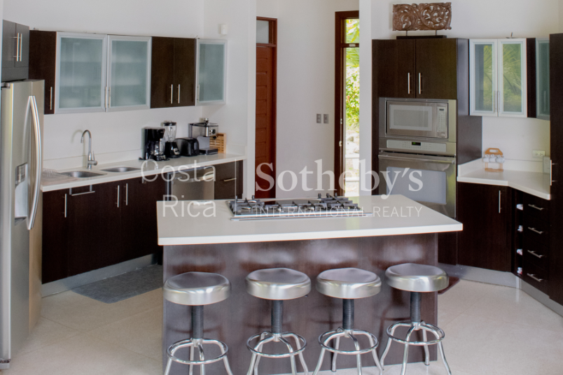 4-home-5-acre-investor-rental-compound-with-tennis-court-and-pools-Costa-Rica-Ushombi-11