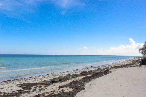 Beachfront-Cottage-in-East-Grand-Bahama-Ushombi-6
