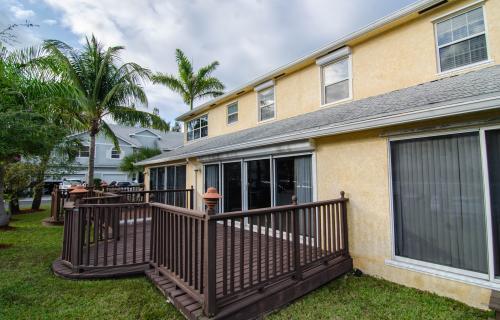 Nautica-Townhouse-108-West-Bay-Street-Bahamas-Ushombi-11