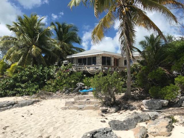 Paradise-Point-Beachfront-Home-Exuma-Exuma-Cays-Bahamas-Ushombi-1