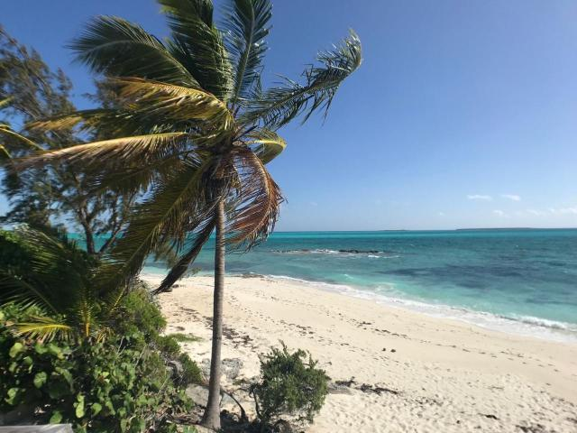 Paradise-Point-Beachfront-Home-Exuma-Exuma-Cays-Bahamas-Ushombi-2