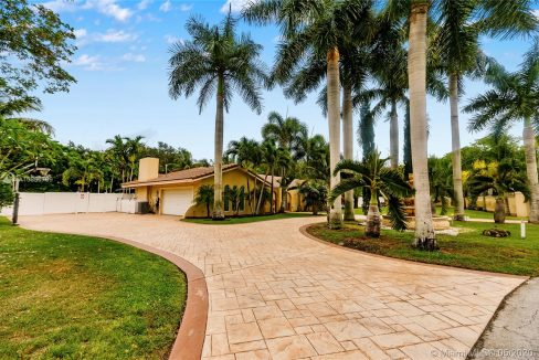 7211-SW-146th-Terrace-Palmetto-Bay-Florida-Ushombi-5