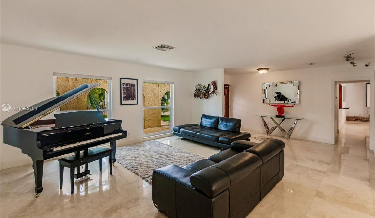7211-SW-146th-Terrace-Palmetto-Bay-Florida-Ushombi-9