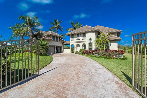 Luxurious-Canal-Front-Estate-in-Fortune-Bay-Grand-Bahama-Freeport-Bahamas-Ushombi-1
