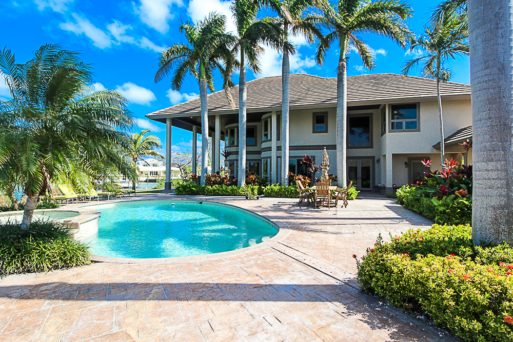 Luxurious-Canal-Front-Estate-in-Fortune-Bay-Grand-Bahama-Freeport-Bahamas-Ushombi-25