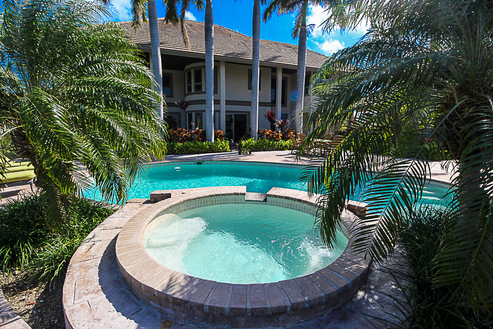Luxurious-Canal-Front-Estate-in-Fortune-Bay-Grand-Bahama-Freeport-Bahamas-Ushombi-26
