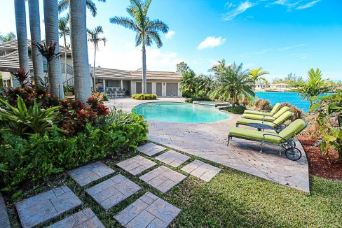 Luxurious-Canal-Front-Estate-in-Fortune-Bay-Grand-Bahama-Freeport-Bahamas-Ushombi-30