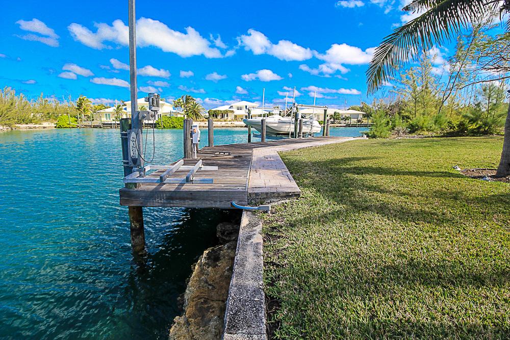 Luxurious-Canal-Front-Estate-in-Fortune-Bay-Grand-Bahama-Freeport-Bahamas-Ushombi-31