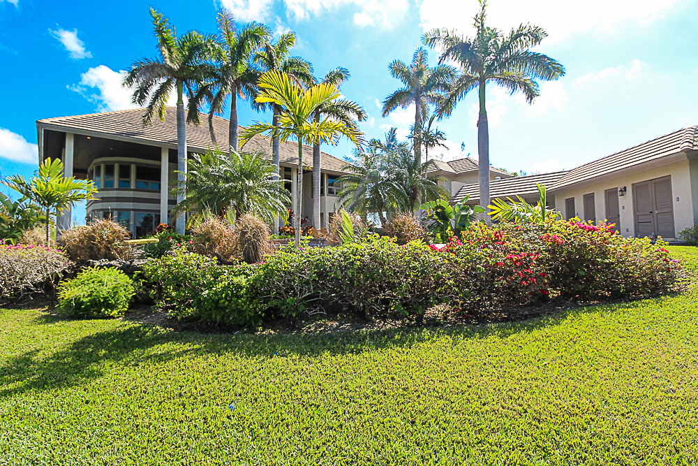 Luxurious-Canal-Front-Estate-in-Fortune-Bay-Grand-Bahama-Freeport-Bahamas-Ushombi-32
