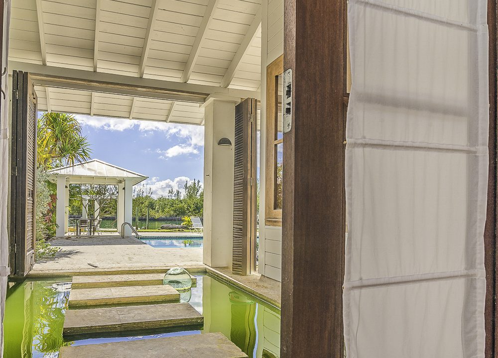 scandinavian-inspired-canalfront-home-grand-bahama-freeport-bahamas-ushombi-36