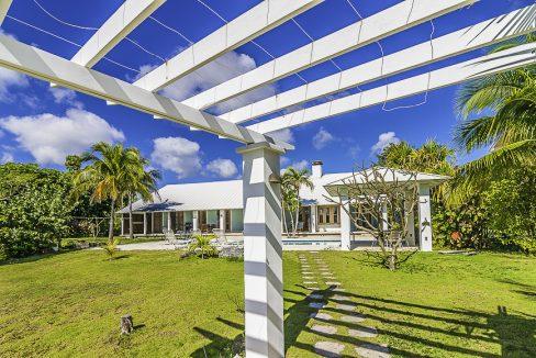 scandinavian-inspired-canalfront-home-grand-bahama-freeport-bahamas-ushombi-38