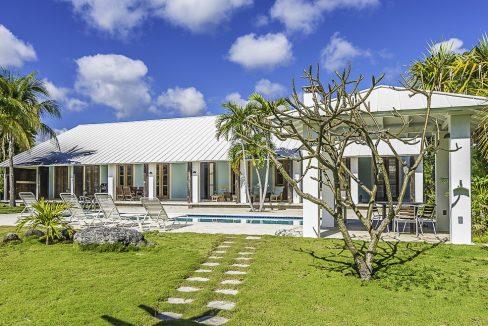 scandinavian-inspired-canalfront-home-grand-bahama-freeport-bahamas-ushombi-40