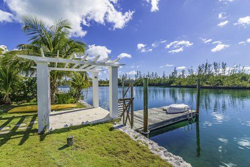 scandinavian-inspired-canalfront-home-grand-bahama-freeport-bahamas-ushombi-41