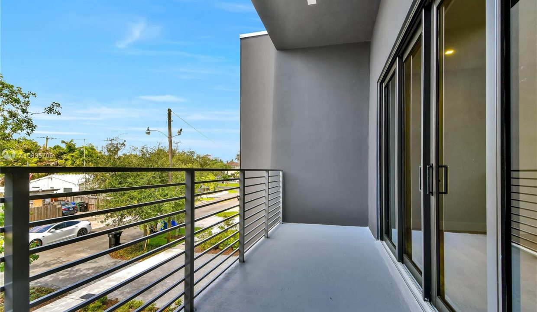1413-NE-5th-Street-Florida-Ushombi-15