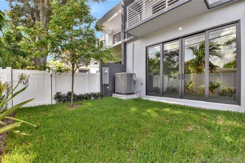1413-NE-5th-Street-Florida-Ushombi-5