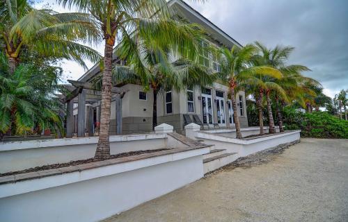 Charleston-Old-Fort-Bay-Bahamas-Ushombi-2
