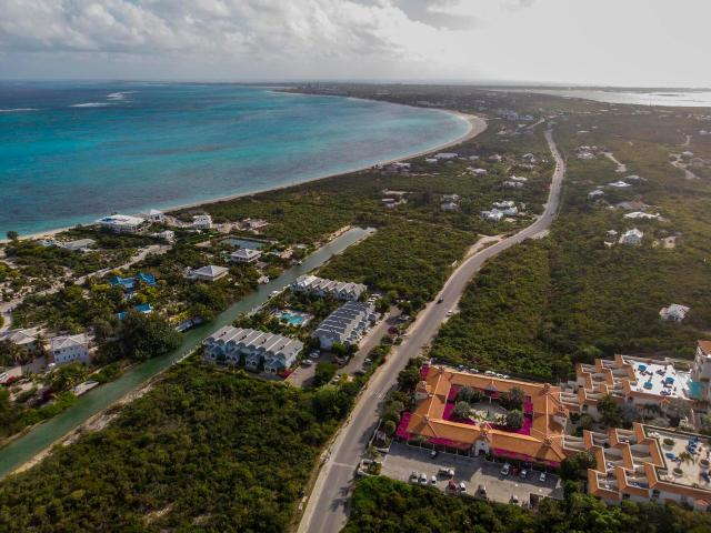 canal-front-town-homes-providenciales-turks-and-caicos-ushombi-17