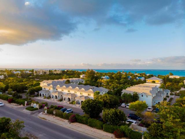 canal-front-town-homes-providenciales-turks-and-caicos-ushombi-2