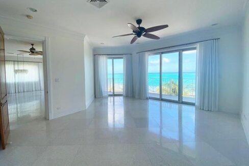 5-Love-Beach-Walk-Paradise-Island-Bahamas-Ushombi-1