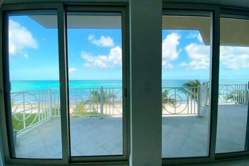 5-Love-Beach-Walk-Paradise-Island-Bahamas-Ushombi-10