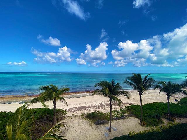 5-Love-Beach-Walk-Paradise-Island-Bahamas-Ushombi-11