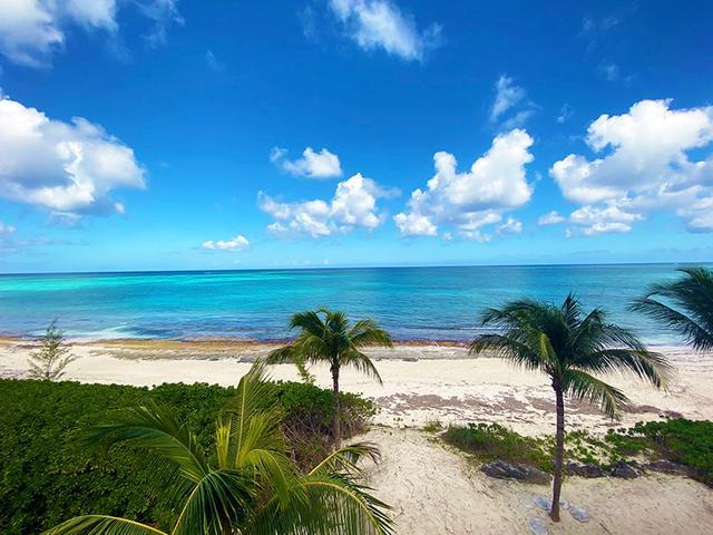 5-Love-Beach-Walk-Paradise-Island-Bahamas-Ushombi-12